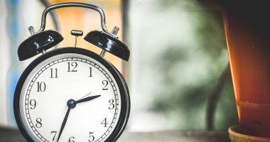Se schimbă ora. În weekend dormim cu o oră în plus
