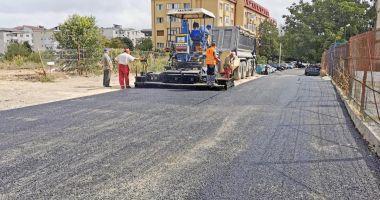 """Se toarnă asfalt în zona Centrului Şcolar """"Albatros"""""""