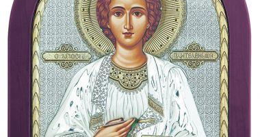 Credincioşii se pot ruga la moaştele Sfântului Pantelimon