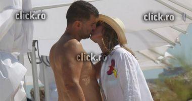Foto : Simona Halep, sărut pasional cu noul iubit pe plajă