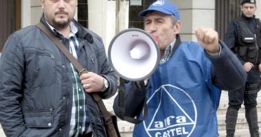 Sindicatele ameninţă cu greva generală