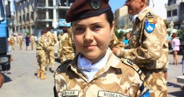 Sirenă printre Rechinii Albi! Merge fără frică în Afganistan