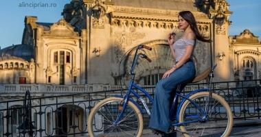 Skirtbike 2017. Fetele pedalează în ținute marinărești