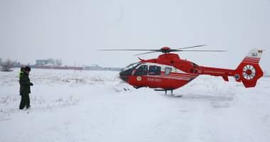 Operațiune de salvare eșuat�: Un elicopter nu a putut ateriza pentru a prelua o femeie cu fractur� la coloan�