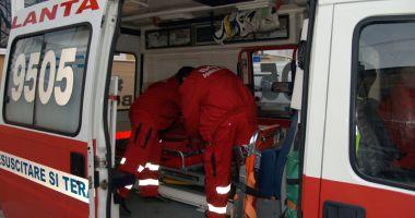 Ambulanţa Constanţa, solicitată în cazul unei femei peste care a căzut o scară