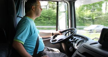 Locuri de muncă în străinătate. Se caută manipulanți bagaje și șoferi de camion