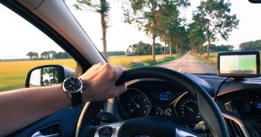 Un tânăr a rămas fără permisul de conducere la 49 de minute după ce l-a obţinut