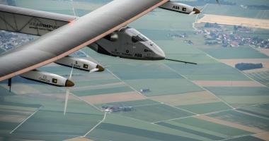 Avionul Solar Impulse 2 a aterizat �n Oklahoma dup� 18 ore de zbor