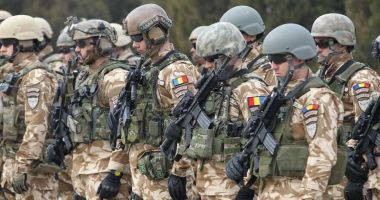 """""""De ce nu sunt promovaţi soldaţii profesionişti?"""" Bine că avem mii de generali şi amirali cu pensii…"""
