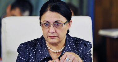 Ecaterina Andronescu îi propune unui vlogger un job la minister