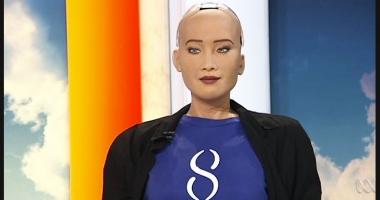 IMAGINI INCREDIBILE! Primul robot din lume care a primit cetăţenie: