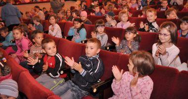 Spectacol pentru copii. Șoricelul Kiți Kiț și pisicile parșive vă așteaptă la teatru