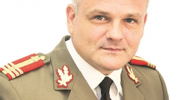 Colonelul Şperlea trage în propriii oameni: