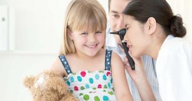 Tratamente de ultimă generaţie pentru copiii cu probleme auditive