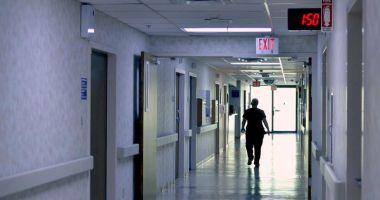"""CAZ REVOLTĂTOR! Femeia refuzată de un medic plătit """"necorespunzător"""" a murit"""