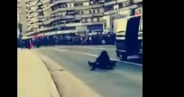 Moment stânjenitor pentru o angajată a SRI. Ofiţerul cade din maşină în timpul Paradei Militare de la Alba Iulia