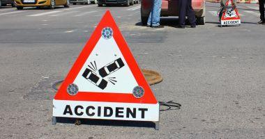 Accident rutier la Constanţa! Un şofer neantent a intrat cu maşina într-o căruţă neînregistrată