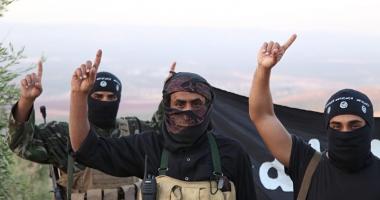 Le-a ajuns cuţitul la os! Luptători ISIS, travestiţi  în femei şi machiaţi, în încercarea de fugi