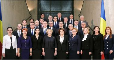 Platforma România 100, semnal de alarmă. Unde a dispărut steagul UE din fotografia cu Guvernul Dăncilă?
