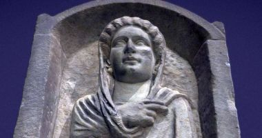 Stelă funerară din secolul III, reprezentată în format 3D