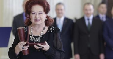 Un ultim OMAGIU pentru Stela Popescu! Flori, lumânări și aplauze pentru Marea Doamnă a Teatrului