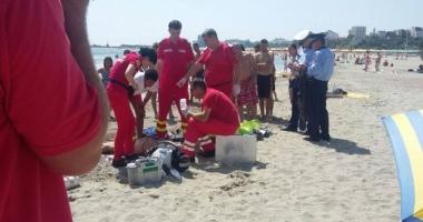 LA UN PAS DE TRAGEDIE! Doi turişti, în pericol de a se îneca, la Eforie Nord