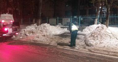 Străzile şi aleile din apropierea şcolilor şi grădiniţelor, curăţate de zăpadă