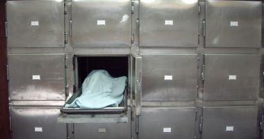 Foto : CAZ TRAGIC! O copilă de 2 ani, lăsată nesupravegheată, A MURIT SPÂNZURATĂ cu gluga de la hanorac