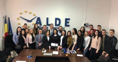 """Studenții din ALDE Constanța, discuții despre proiectul """"Start în carieră"""""""