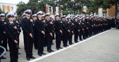 Studenţii de la Academia Navală şi elevii Şcolii Militare de Maiştri depun jurământul militar