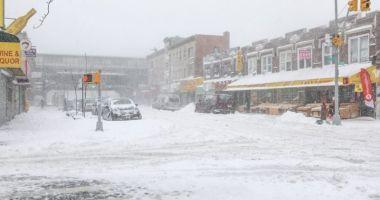 IARNĂ ÎN TOATĂ REGULA! O furtună neobişnuită de zăpadă a provocat haos pe autostrăzi