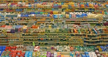 Jale în magazine şi supermarketuri. Tone de alimente stricate, confiscate şi distruse