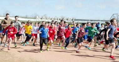 Sute de alergători, la startul Crosului Primăverii