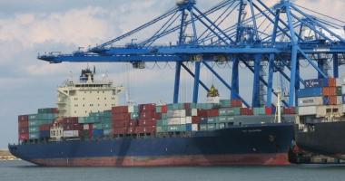 Sute de parbrize auto, confiscate  în portul Constanţa