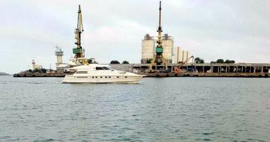 Sute de mii de pachete de ţigări, descoperite pe un yacht