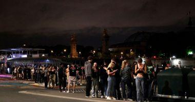 Sute de tineri au fost alungaţi în forţă din centrul Parisului