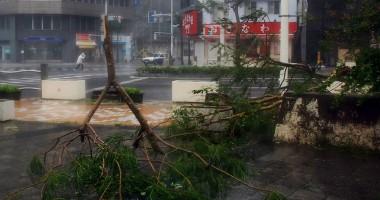 Japonia / O nou� alert� special� �n insula Okinawa din cauza taifunului Neoguri