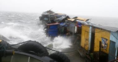 Dup� uraganele Matthew �i Nicole, taifunul Sarika face ravagii �n Filipine