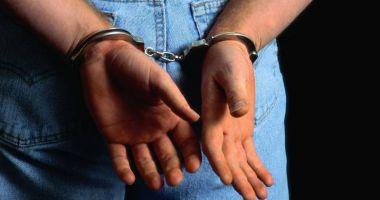 Tânărul  care a încercat  să tâlhărească  o femeie,  arestat preventiv
