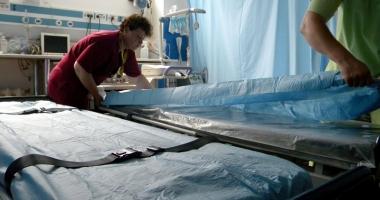 Spitalul Judeţean, dotat cu tărgi hidraulice pentru pacienţi