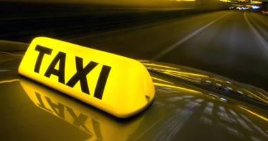 Tânăr reţinut după ce a jefuit mai mulţi taximetrişti