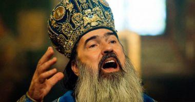 IPS Teodosie sfințește pictura mănăstirii Dumbrăveni