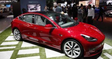 """Premii de 900.000 de dolari pentru hackerii care pot """"sparge"""" sistemele Tesla Model 3"""