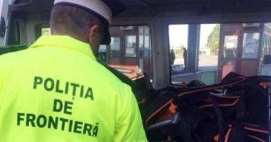 Captură la graniță: țigări și alcool, în bagajele unui bulgar