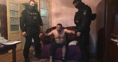 Ucigaşul poliţistului din Timiş s-a sinucis în arest