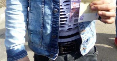 Tineri din Constanţa, prinşi cu bani falşi în buzunar