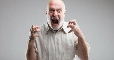 Tipul furios vrea să scrie reclamații!