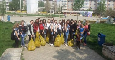 Sute de tone de deşeuri adunate  în campania