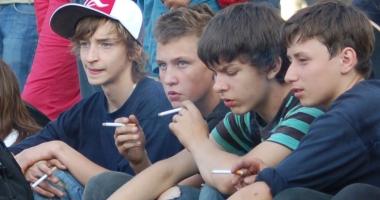 Îngrijorător! Tot mai mulţi adolescenţi fumători