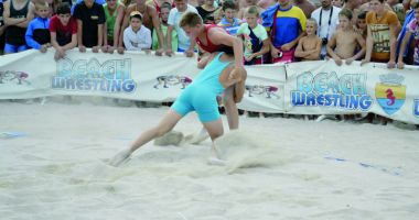 Tradiţie şi ambiţie! Cupa Callatis la lupte pe plajă, la Mangalia